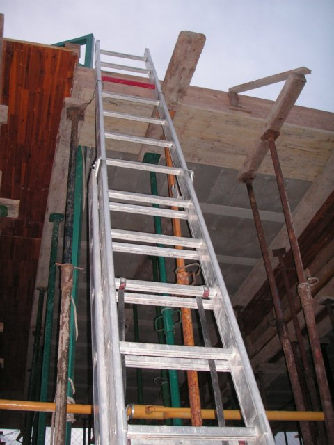Escalera para construccion pictures to pin on pinterest pinsdaddy - Escalera de obra ...