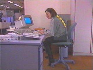 Posicion espalda fotos prevencion riesgos laborales for Riesgos laborales en oficinas