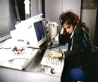 Postura cuello fotos prevencion riesgos laborales trabajo for Riesgos laborales en oficinas administrativas